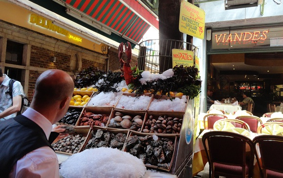 Frutos do mar é o ponto forte desta rua