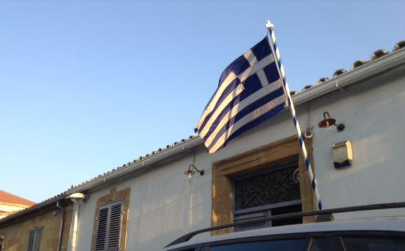 Se vê mais bandeiras da Grécia do que do Chipre