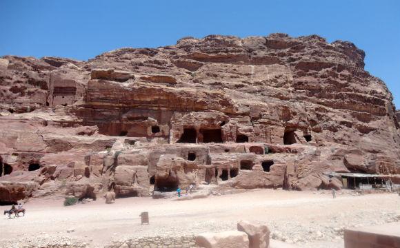petra cavernas