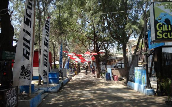 Rua principal de Gilli Trawangan