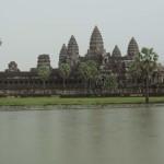 Budistas e hinduístas, templos de Angkor tudo junto e misturado