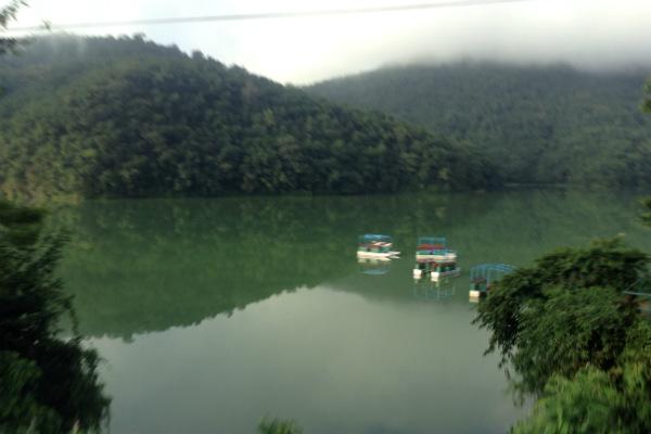 pokhara-lago