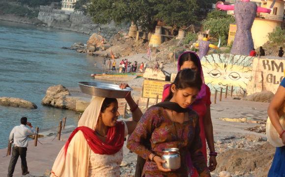 O que os hindus pensam sobre as novas pessoas que chegam lá?