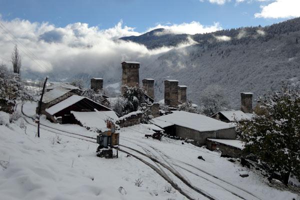Todos os vilarejos de Svaneti tem as torres