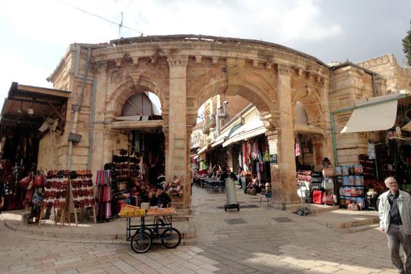 Cidade velha é cheia de lojinhas e também tem restaurantes