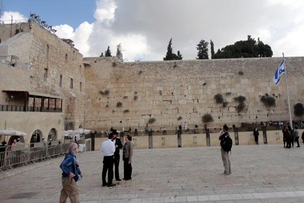 Muro das lamentações, onde muitas religiões se encontram